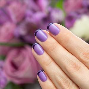 Маникюр с розовым и фиолетовым лаком